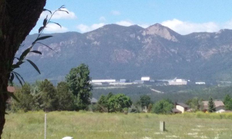 Vistas de Air Force Academy, Pikes Peak desde todas las habitaciones.
