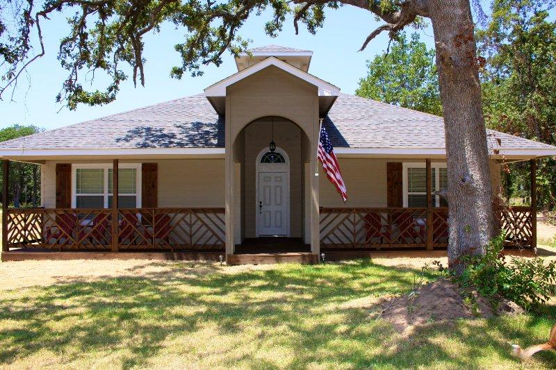 Sailor House, 3 Bed/2Ba Sleeps 12, Blocks f/beach!, location de vacances à Oklahoma City