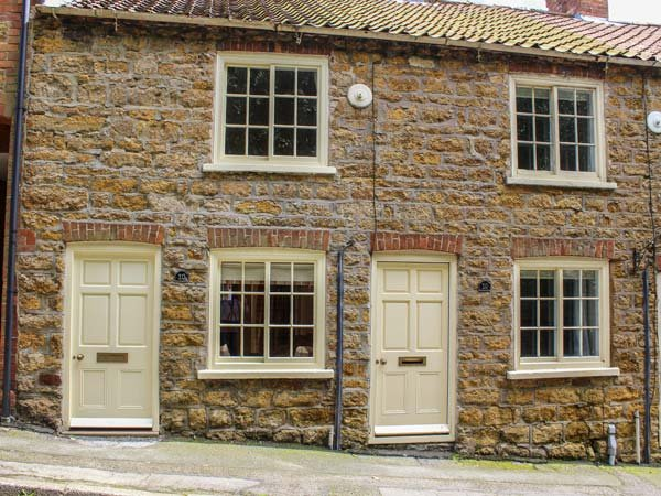 ACORN COTTAGE, pet-friendly, romantic cottage, WiFi, in Tealby near Market, holiday rental in Glentham