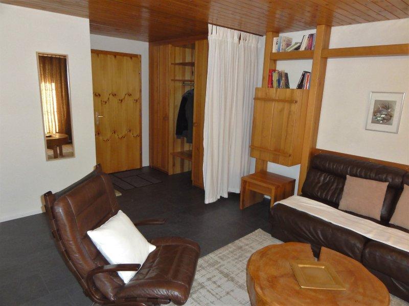 Ferienwohnung mit Balkon am Pizol, holiday rental in Gruesch