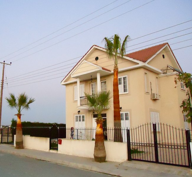 Spacious villa 4 bedrooms Oroklini Larnaca Cyprus, holiday rental in Dhekelia