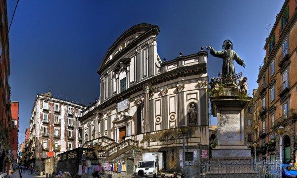 Sarete a 50mt da San Gregorio Armeno. La famosa strada dei presepi napoletani.