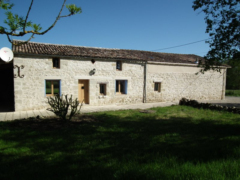 Farmhouse with Swimming Pool in Lot et Garonne, location de vacances à Lougratte