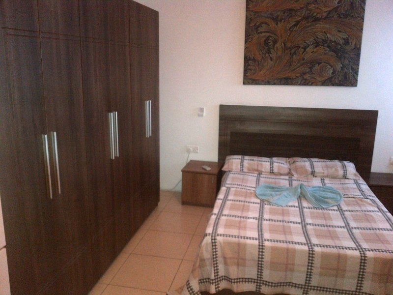 17 private bedrooms Palazzo & 6 shared bathrooms (Price for 2 people  ), Ferienwohnung in San Ġiljan