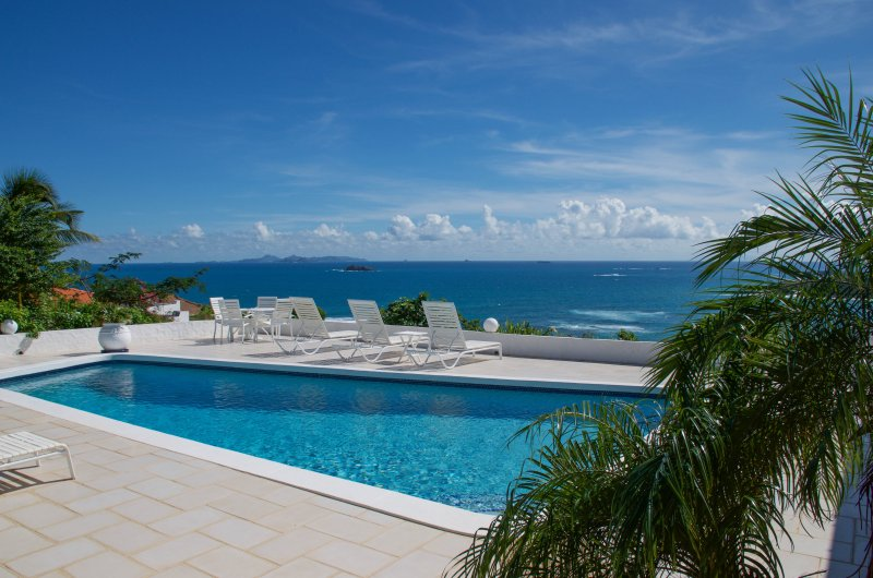 Breathtaking view over the ocean and St Barths.