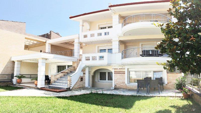 Villa Verano, holiday rental in Paralia Ofriniou