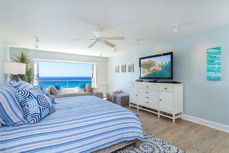 Spacious 540 sq' master bedroom and ensuite full bath. Stunning ocean views!