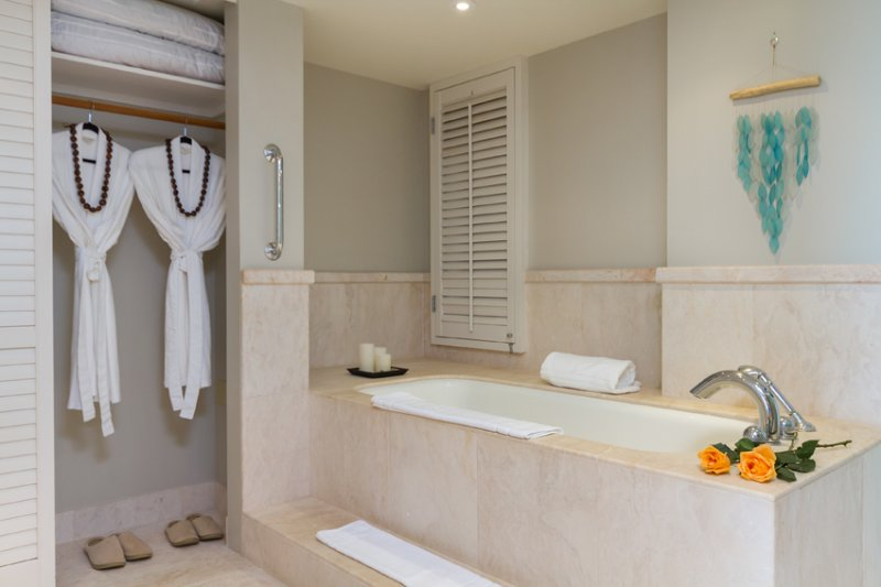 Master bath with deep soaking tub.