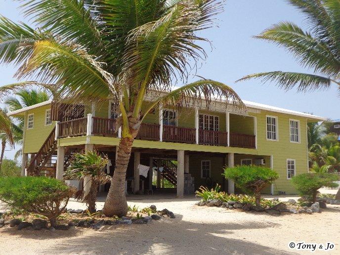 Serenas vistas al mar Caribe para la cubierta privada al piso de arriba