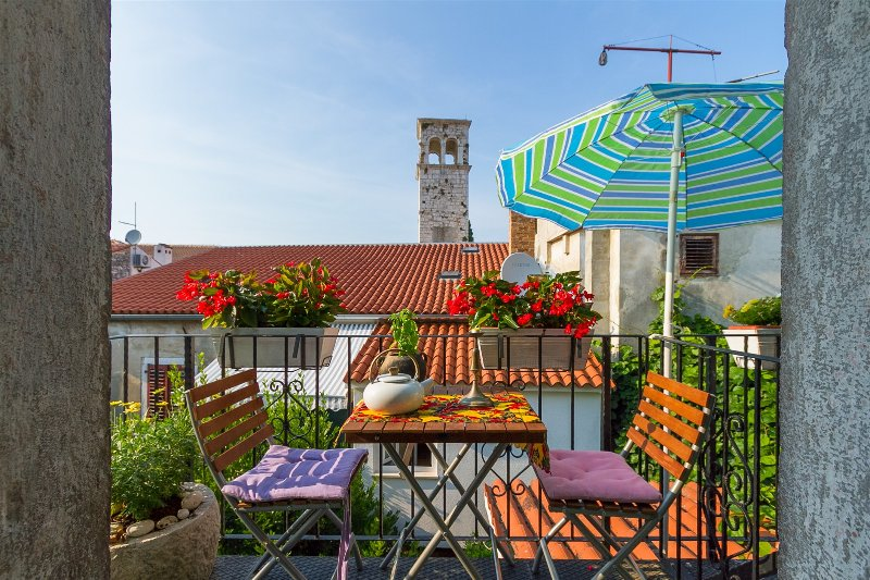 Holiday Rivabella Apartment in Porec Historical Center, aluguéis de temporada em Porec