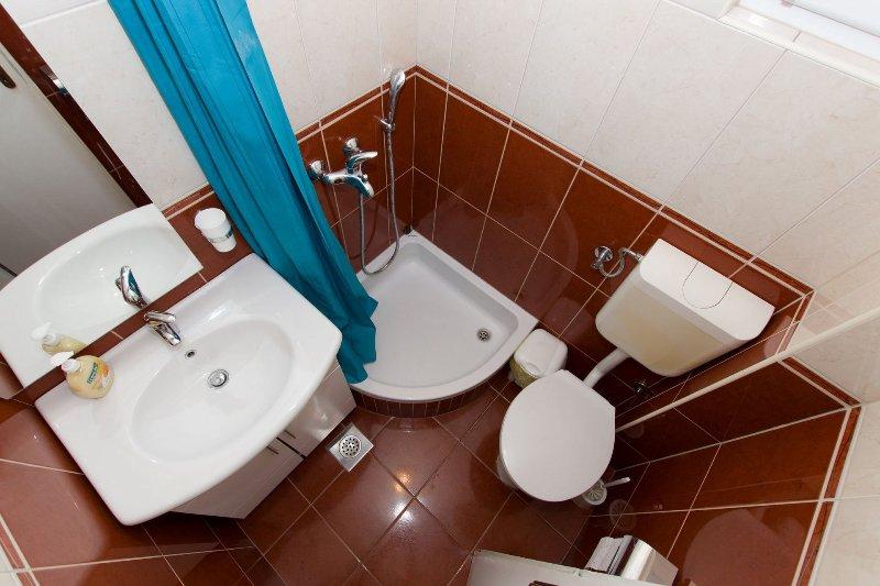 A2 (3): Bad mit WC