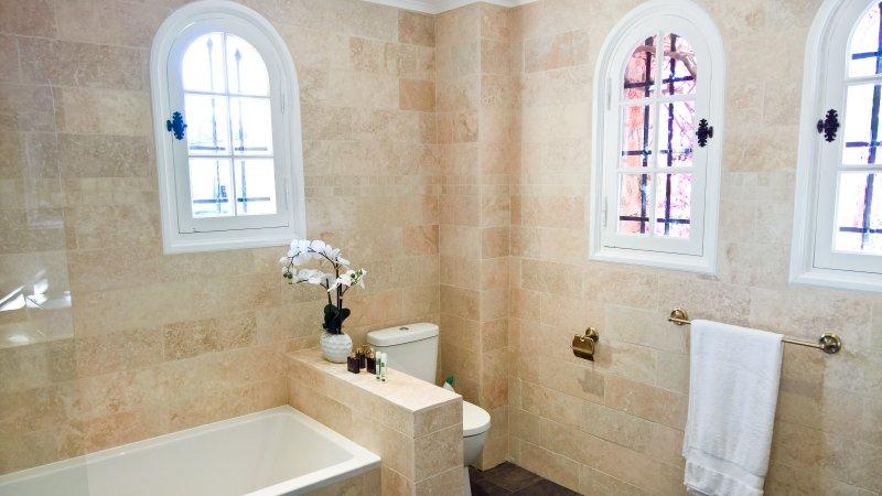 Master Bedroom En Suite Salle de bains.