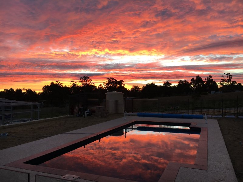 Sunrise Retreat - stunning new home with pool in peaceful rural Wanneroo, holiday rental in Carramar