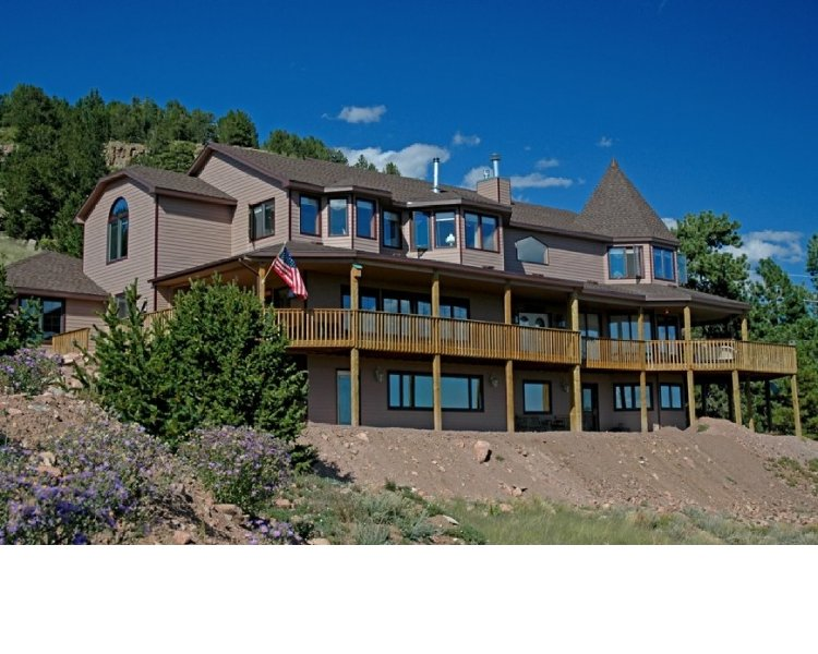 Alpine Vista Retreat - 10 beds, 8.5 Baths, Sleeps 24 in beds, 27 Secluded Acres but 5 mins from town