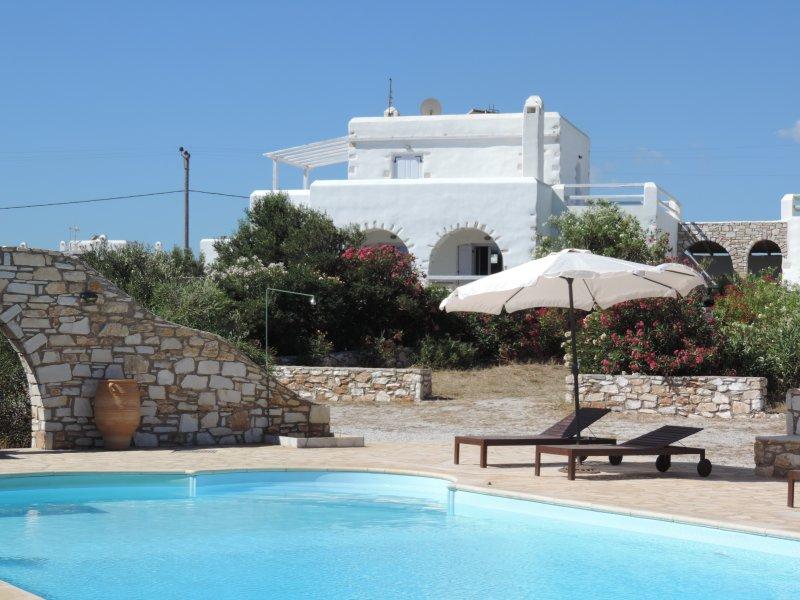 Archipelagos villas-Villa Paros for 8-12 people close to the sea, aluguéis de temporada em Naoussa
