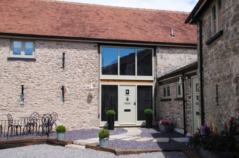 Rivington Barn Luxury Holiday Cottage, vacation rental in Weston under Penyard
