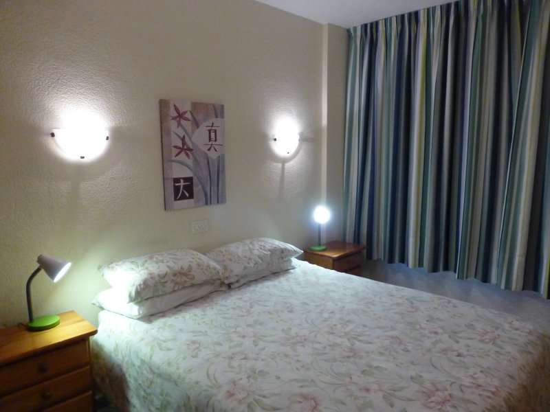 Iguazu Flat, 30 mbs wi fi,Parking, A/C, by Yumbo, holiday rental in Gran Canaria