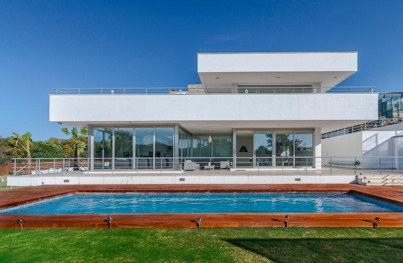 7 dormitorios casa de lujo, obras de arte originales y panorámico de cristal en todas partes, grandes piscina climatizada, jardines, terrazas