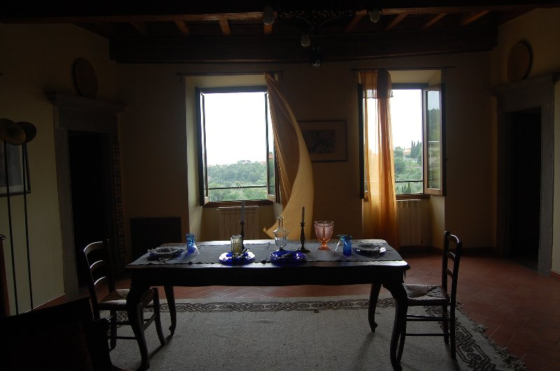 La visión romántica del valle y una cena con velas ...