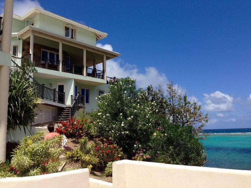 Anam Cara Villa - Secluded Luxury Beachfront Home, holiday rental in Spanish Town
