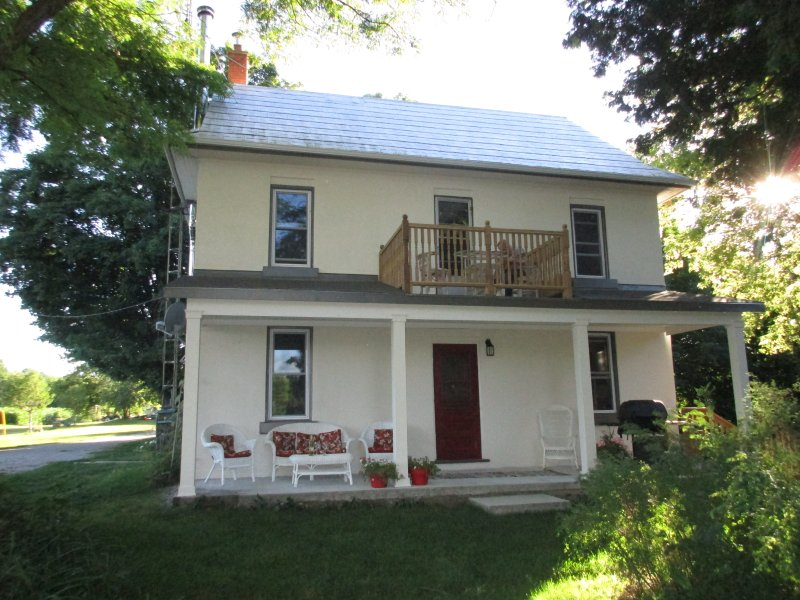 Looking for a country getaway?  This rustic, quiet farmhouse is a great place to stay!