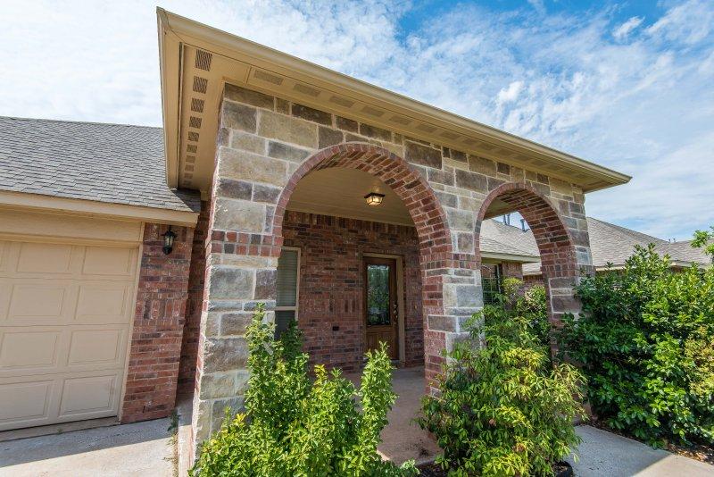 Gorgeous Home in Peaceful Gated Community, location de vacances à Oklahoma City