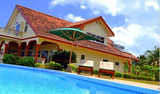 Luxury Seven bedroom Villa by the SEA, alquiler vacacional en La Misere