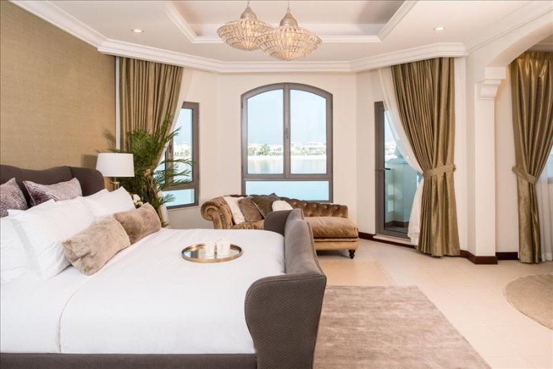 D-114, Beautiful 4 Bed Villa, Palm Jumeirah, vacation rental in Dubai
