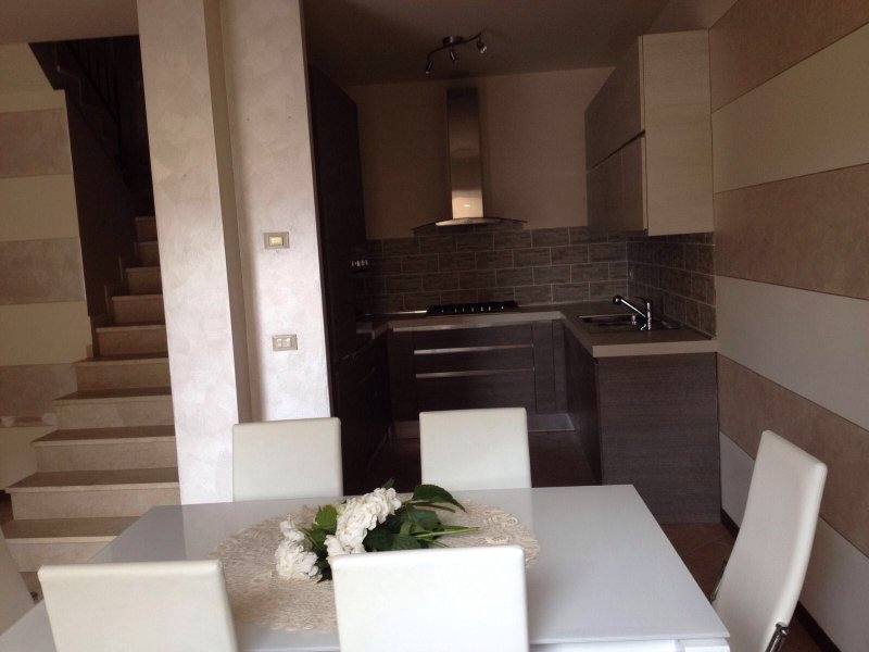 APPARTAMENTO ELEGANTE A MARONE, holiday rental in Peschiera Maraglio