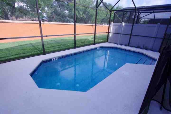 Splash piscina privada y zona de Lanai w / valla de seguridad para niños