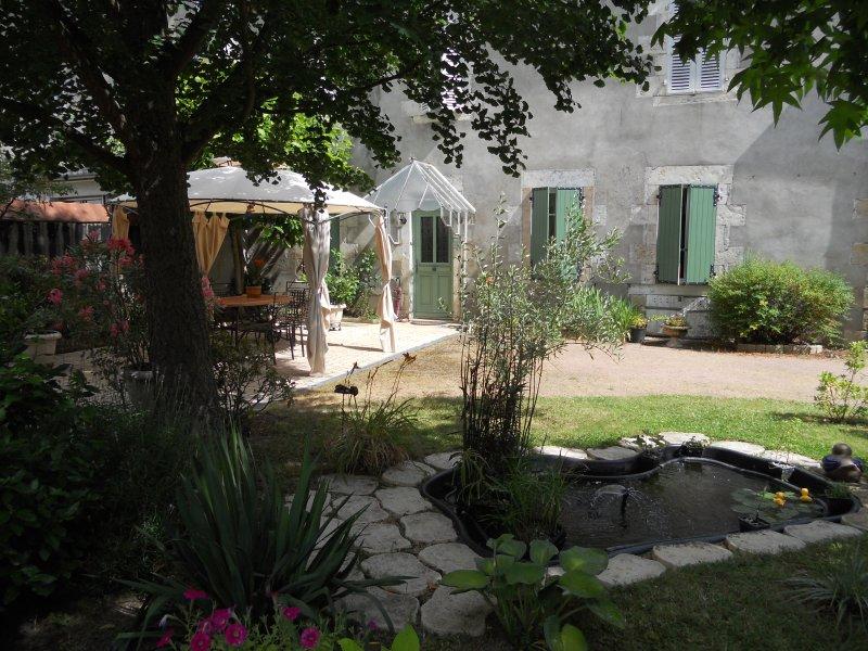 chambres d'hotes dans maison de ville avec jardin, vacation rental in Allier