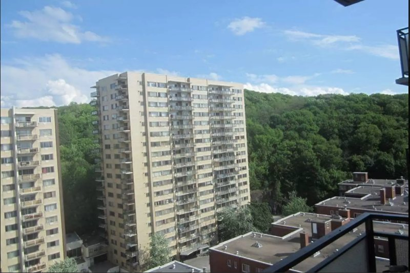 Furnished/Spacious and close to downtown, vacation rental in Montreal