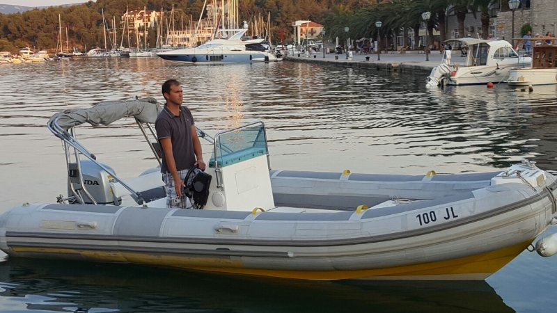 Rent a speed boat for max 8 people