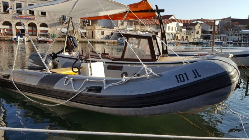 Rent a speed boat for max 4 people