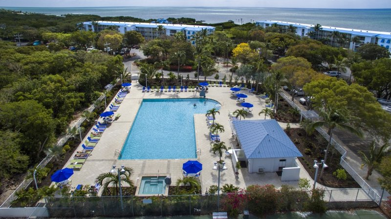 OCEAN VIEWS ALL ROOMS ! TOP FLOOR LARGEST CONDO, vacation rental in Tavernier