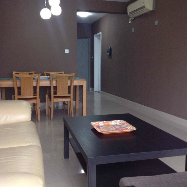 Spacious Sunny Renovated APT Centrally Located, Ferienwohnung in Peking