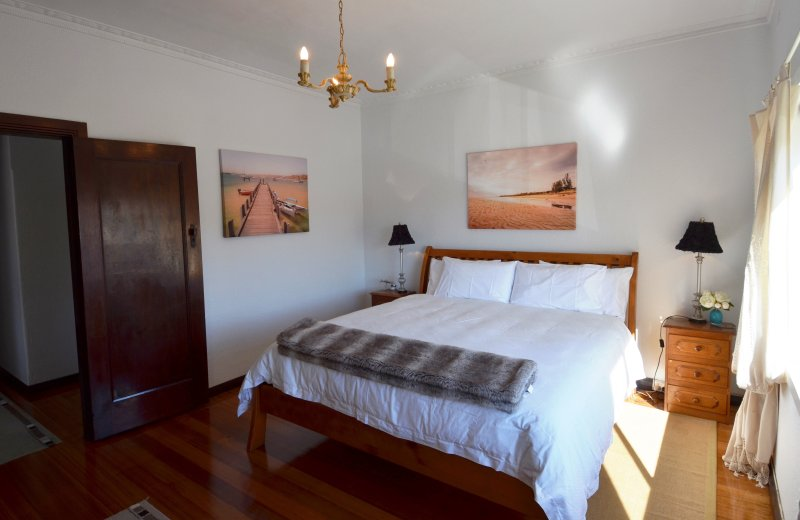 Master Bedroom with King Sized bed and luxury down/feather doona.