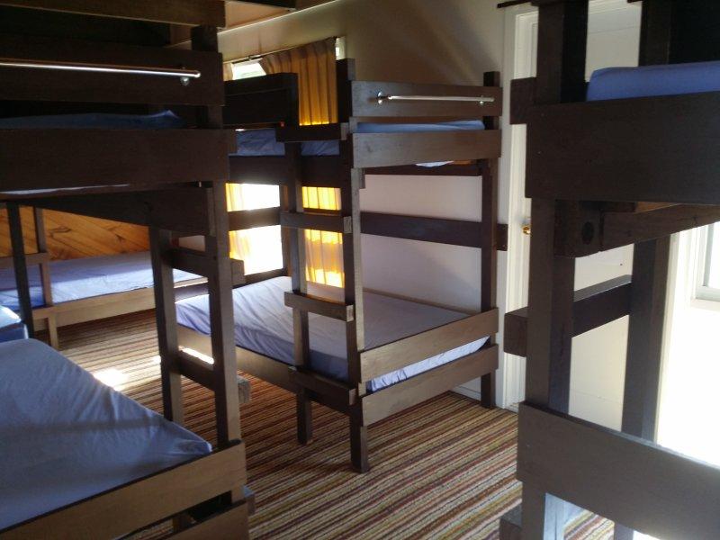Dormitório x 2 5 camas de beliche cada dormitório