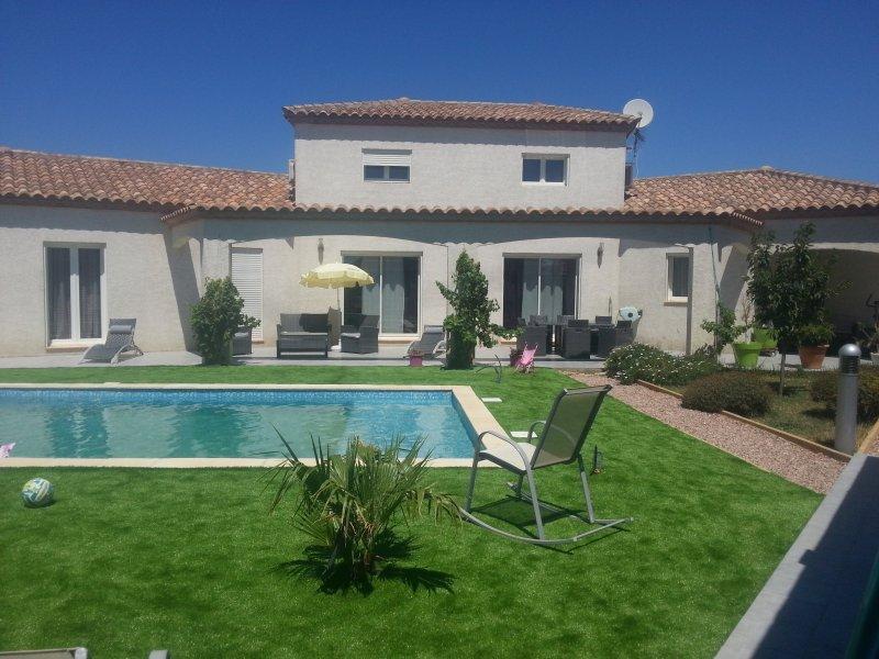 Narbonne quartier résidentiel, villa avec piscine sur terrain 1200 M2, 5 chambres. 11 KM de la mer.