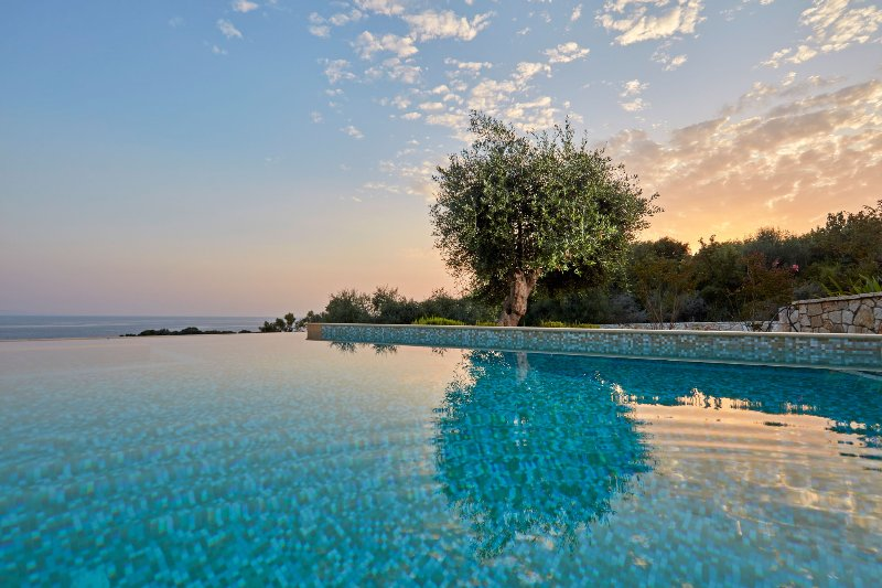 The Luxury Seascape Villa with private pool, vacation rental in Thesprotia Region