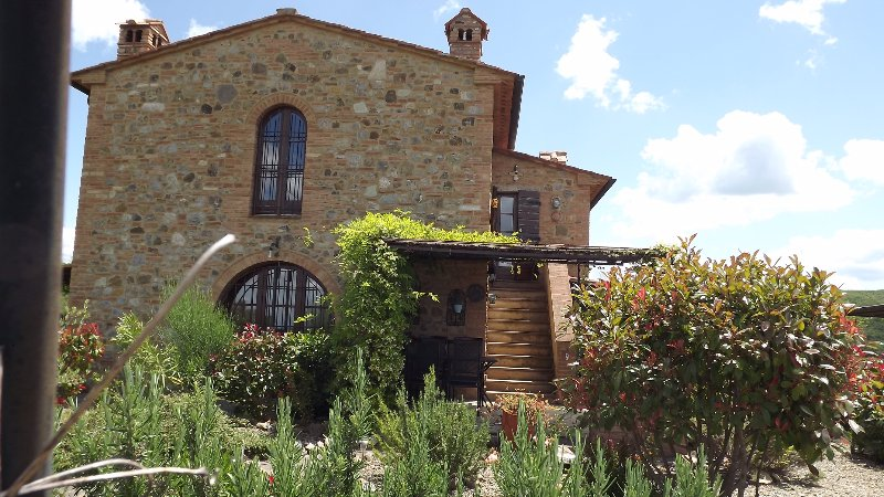 Casa Florio - a beautifully tasteful restored ancient farm building with shared swimming pool