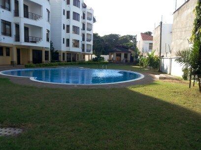 Jardins paysagers avec piscine et Club House