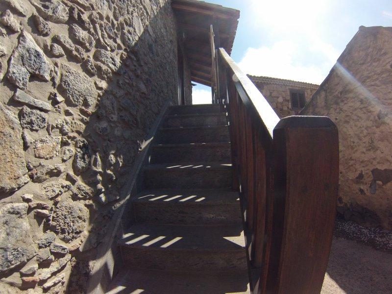 el acceso externo entre terraza y salón-dormitorio