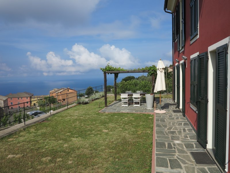 nice apartment with private garden, vacation rental in Framura