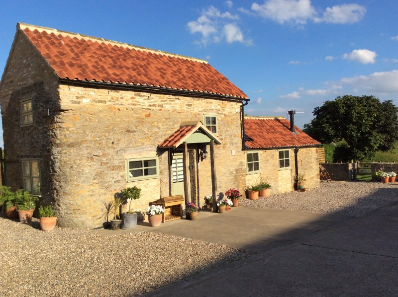 Hobbits delightful character barn conversion, holiday rental in York