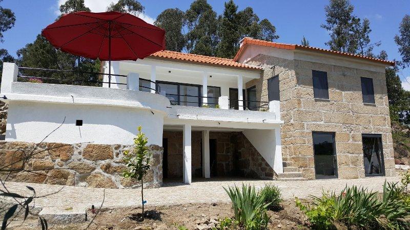 Gerenoveerd groot landhuis 4-5 personen aan 49 km fietspad. Bergzicht. Airco., holiday rental in Sao Joao de Areias