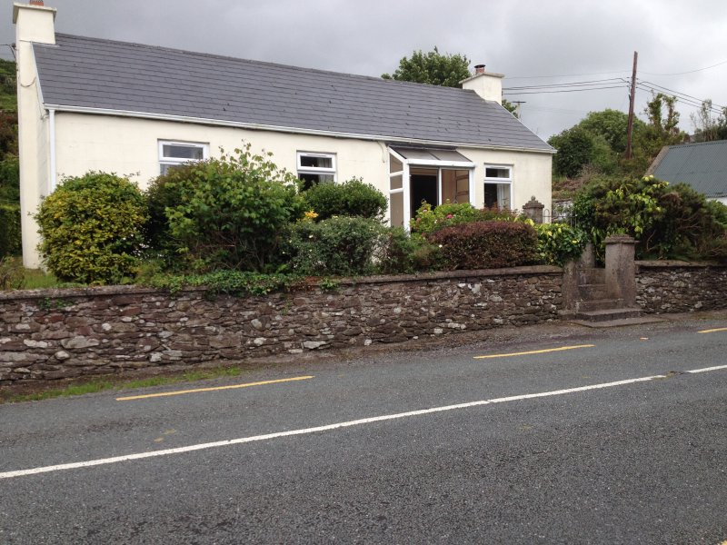 Brandon Bay, Dingle Peninsula cottage. Multiple scenic walks - valleys, hills, beach, Brandon, etc.