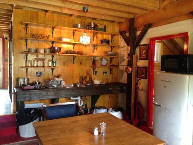 cocina común en la casa de campo
