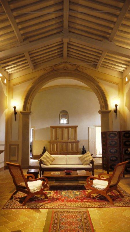 Principal salon (dans l'ancienne église)