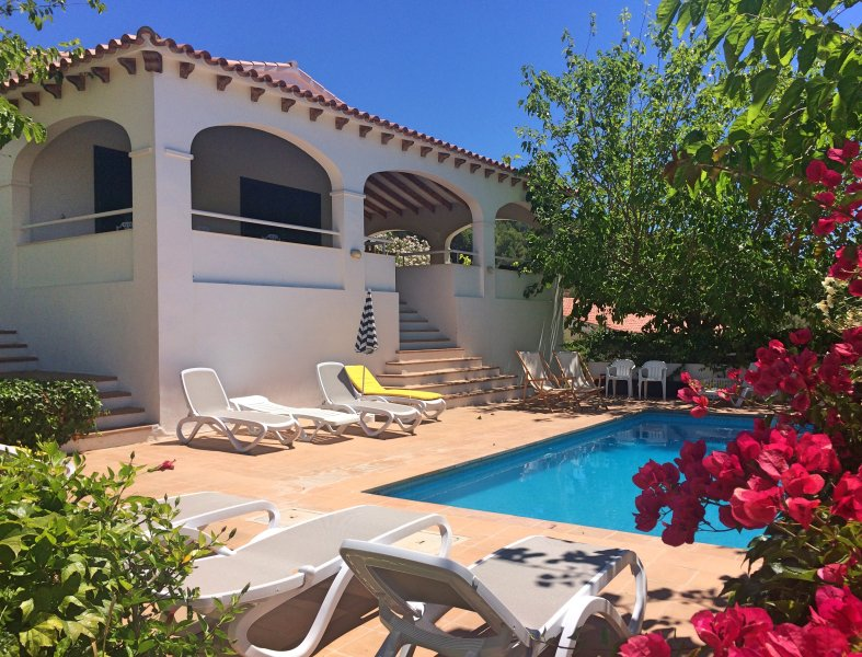 Villa within 5 minutes walking to the beach,private pool,Aircon and free Wifi – semesterbostad i Menorca